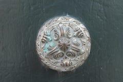 Dettaglio bronzeo antico della maniglia della porta Immagine Stock Libera da Diritti