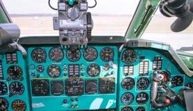 Dettaglio d'annata della cabina di pilotaggio di aerei immagini stock libere da diritti