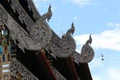 Dettaglio da un tetto tailandese del tempio Immagine Stock