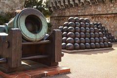 Dettaglio degli elementi del cannone e delle palle antichi a Monte Carlo, Monaco Fotografie Stock
