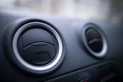 Dettaglio degli sfiatatoi dell'automobile fotografie stock