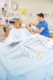 Dettaglio degli strumenti chirurgici di parto Fotografia Stock