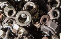 Dettaglio dei bulloni e dei dadi metallici differenti Fotografie Stock