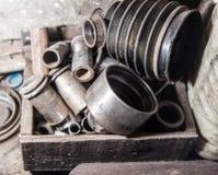 Dettaglio dei bulloni e dei dadi metallici differenti Fotografie Stock Libere da Diritti