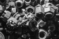 Dettaglio dei bulloni e dei dadi metallici differenti Immagini Stock