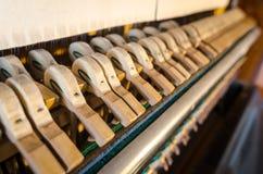 Dettaglio dei martelli del pianoforte verticale Fotografia Stock Libera da Diritti