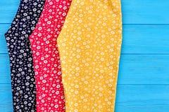 Dettaglio dei pantaloni organici di estate del bambino Immagini Stock