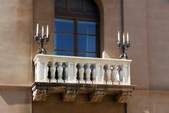 Dettaglio del balcone con i supporti di candela Fotografie Stock