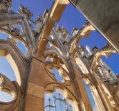 Dettaglio del duomo Milano sulla cima Italia del tetto fotografie stock libere da diritti