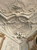 Dettaglio del lavoro del gesso sul soffitto e pareti al palazzo di Versailles Fotografie Stock Libere da Diritti