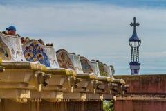 Dettaglio del lavoro di mosaico variopinto del parco Guell Barcellona della Spagna Fotografie Stock