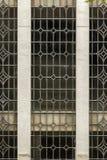 Dettaglio del modello della finestra di vecchia facciata della costruzione fotografia stock libera da diritti