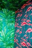 Dettaglio del modello senza cuciture tropicale di messa a punto d'angolo con la palma rosa della pianta e del fenicottero, tropic Immagini Stock