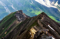 Dettaglio del paesaggio della montagna Bella vista della molla all'alta strada alpina di Grossglockner Immagini Stock