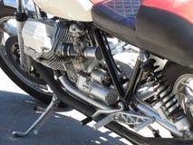 Dettaglio del primo piano del motore cromato motociclo Vista laterale Immagini Stock Libere da Diritti