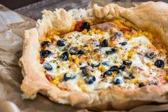 Dettaglio del primo piano di pizza immagine stock