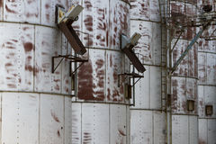 Dettaglio del primo piano di vecchi recipienti del grano Fotografia Stock