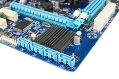 Dettaglio del primo piano su un porto di SATA per l'azionamento semi conduttore dello SSD del disco rigido o DVD-ROM in mainboard Fotografia Stock
