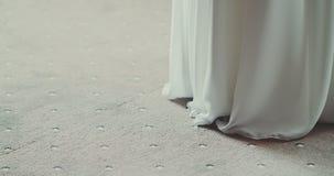 Dettaglio del vestito da sposa video d archivio