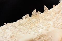 Dettaglio del vestito da sposa Fotografie Stock Libere da Diritti