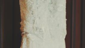 Dettaglio del vestito da sposa - alto vicino archivi video