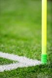 Dettaglio dell'angolo del campo di calcio Fotografia Stock