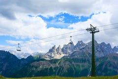 Dettaglio dell'ascensore del cielo dalle alpi italiane Immagine Stock