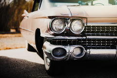 Dettaglio dell'automobile americana classica Alto vicino del faro Fotografia Stock