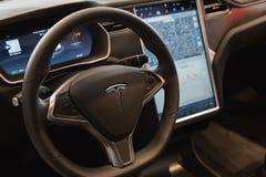 Dettaglio dell'automobile del modello S di Tesla a Milano, Italia Immagine Stock