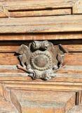 Dettaglio dell'ornamento delle porte della costruzione immagine stock