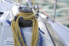 Dettaglio della barca a vela dell'argano fotografie stock