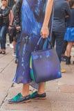 Dettaglio della borsa e scarpe fuori della costruzione della sfilata di moda di Ferragamo Fotografia Stock Libera da Diritti