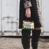Dettaglio della borsa fuori della costruzione della sfilata di moda di Gucci Immagine Stock Libera da Diritti