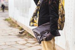 Dettaglio della borsa fuori della costruzione della sfilata di moda di Gucci per Milan Women Fashion Week Fotografie Stock