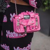 Dettaglio della borsa fuori delle sfilate di moda di Jil Sander che costruiscono per la settimana 2014 del modo di Milan Women Immagine Stock