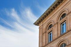 Dettaglio della casa con il cielo Immagini Stock