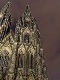 Dettaglio della cattedrale cattolica di Colonia o di alta cattedrale di St Peter alla notte Fotografia Stock