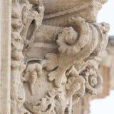 Dettaglio della colonna ed ornamenti nello stile barrocco Fotografie Stock Libere da Diritti