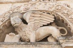 Dettaglio della colonna ed ornamenti nello stile barrocco Immagini Stock
