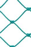 Dettaglio della corda della rete fisso del palo di calcio di calcio, nuovo Goalnet verde, isolato Fotografia Stock