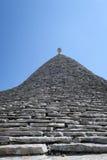 Dettaglio della costruzione bianca di trulli in Italia Fotografia Stock