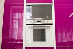 Dettaglio della cucina rosa moderna fotografia stock libera da diritti