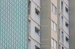 Dettaglio della facciata della costruzione di appartamento Fotografie Stock