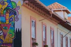 Dettaglio della facciata di Cuenca di costruzione coloniale Ecuador Fotografie Stock Libere da Diritti