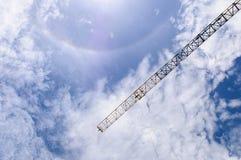 Dettaglio della gru con l'alone di Sun, Sprectrum Fotografie Stock Libere da Diritti