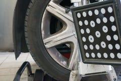 Dettaglio della macchina fotografica della macchina di allineamento di ruota Fotografia Stock