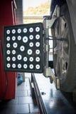 Dettaglio della macchina fotografica della macchina di allineamento di ruota Immagini Stock Libere da Diritti