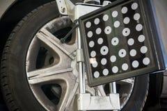 Dettaglio della macchina fotografica della macchina di allineamento di ruota Immagini Stock