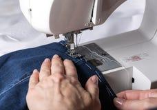 Dettaglio della macchina per cucire Fotografia Stock Libera da Diritti