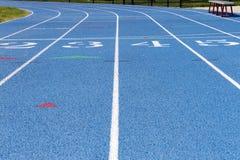 Dettaglio della pista della High School con i numeri Fotografia Stock